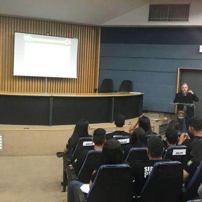 Estudantes de Direito visitam Departamento da Polícia Federal em Goiânia